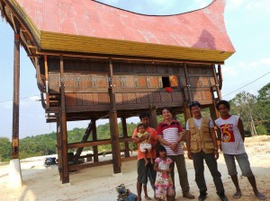 rumah adat tator, authentic, Borneo, Ethnic, indigenous, Kaltim, native, Obyek wisata, Samarinda, Sepinggan International Airport, Tongkonan, Torajan Traditional House, South Sulawesi, Dayak, travel guide,