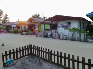 adventure, Bajau Fishing village, Borneo, Derawan Archipelago, Pulau, diving, hidden paradise, nature, Obyek wisata, outdoors, pasir putih, snorkeling, Suku Bajo, Tourism, tourist attraction, travel guide, vacation, white sandy beaches