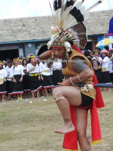 authentic, Borneo, Indonesia, cultural dance, Ethnic, event, indigenous, Irau Festival, Lun Bawang, Obyek wisata budaya, orang asal, pesta adat, Tourism, tourist attraction, traditional, travel guide, tribal, tribe,