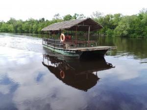 Bamboo rafting, beach, crab catching, ecotourism, family vacation, fishing, getaway, Kampung Laya-Laya, Tuaran, mangrove forest, nature, South China Sea, tourist attraction, travel guide, water sports, 度假, 马来西亚, 龍尾湾