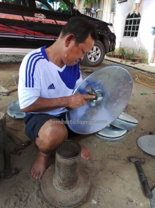 authentic, Borneo, dayak, gong maker, indigenous, Kampung Sumangkap, village, Kraftangan Malaysia, Kulintangan, musical instrument, native, orang asal, Rungus tribe, Tourism, traditional, travel guide, 沙巴
