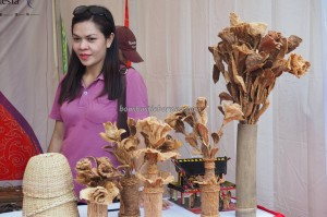 Aruk, crafts, crossborder, transborder, Tribal, native, Ethnic, event, indigenous, Traditional, Sajingan Besar, Sambas, Tourism, tourist attraction, West kalimantan, tree bark, perbatasan,