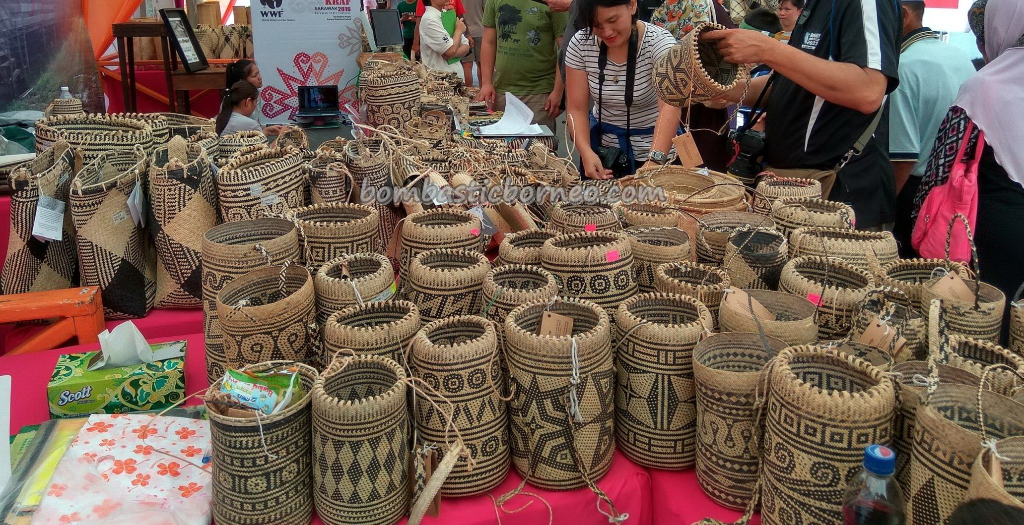 Indigenous, aboriginal, crafts festival, handicrafts, Kraftangan, culture, dayak motif, event, Kuching Waterfront, Malaysia, Borneo, Penan, Rattan Basketry, rotan bags, Tourism, traditional, tribal,