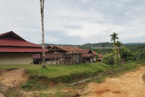 sekolah, village, indigenous, backpackers, Seluas, Desa Bengkawan, Bengkayang, West Kalimantan, obyek wisata, Tourism, crossborder. transborder, travel guide, tribal, tribe, Waterfall, riam,