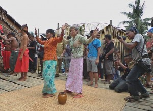 authentic village, Indigenous tribe, culture event, budaya, tribal, native, Borneo, Kalimantan Barat, Nyobeng, paddy harvest festival, ritual, skull feeding, obyek wisata, Tourism, travel guide, traditional, backpackers,