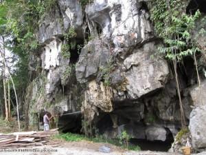 backpackers, travel guide, limestone cave, Serikin, Borneo, Malaysia, nature, religion, Tourism, 佛教寺庙, 保靈山, 旅游景点, 石洞, 石隆门, 马来西亚, 沙捞越, 古晋,