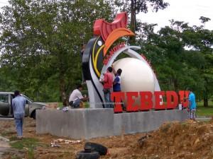 hornbill sculpture, Borneo, dayak bidayuh, Entikong, icon, news, Pontianak, 沙捞越, pearl town, update, transborder, crossborder,