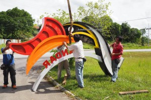 hornbill sculpture, Kuching, dayak bidayuh, Entikong, icon, news, Pontianak, 沙捞越, pearl town, update, transborder, crossborder,