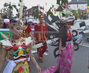 authentic, indigenous, cultural dance, Borneo, Kalteng, Indonesia. Palangka Raya, carnival, pesta budaya, Obyek wisata, native, Suku Dayak, tourist attraction, traditional, travel guide, tribal event,