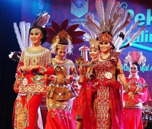 Beauty contest, authentic, Indigenous, budaya, event, harvest festival, native, Borneo, Indonesia, Kalimantan Barat, Tourism, tourist attraction, traditional, travel guide, tribal, 婆罗洲原著民丰收节日