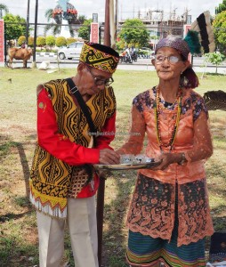 authentic, Indigenous, backpackers, Adat budaya, culture, ritual ceremony, native, Borneo, Kalimantan Barat, Tourism, tourist attraction, obyek wisata, travel guide, tribal, tribe, 婆罗洲原著民丰收节日