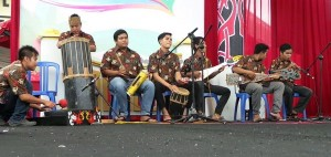 singing contest, nyanyian, Lomba Karungut Putra, Festival Budaya, Isen Mulang, Indigenous, backpackers, Central Kalimantan, Palangka Raya, culture, event, carnival, suku dayak, Obyek wisata, traditional, travel guide,