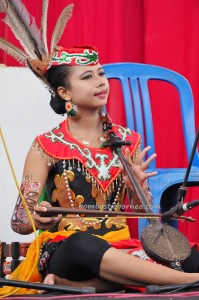 singing contest, nyanyian, Lomba Karungut Putra, authentic, Borneo, Central Kalimantan, culture, event, native, suku dayak, obyek wisata, Tourism, traditional, tribal, tribe, travel guide,