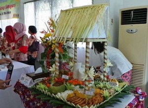 Lomba Memasak, pertandingan makanan, Food garnishing, Festival Budaya, Isen Mulang, backpackers, Borneo, Central Kalimantan, Kalteng, Ethnic, suku dayak, event, Obyek wisata, tradisional, travel guide, tribal, presentation