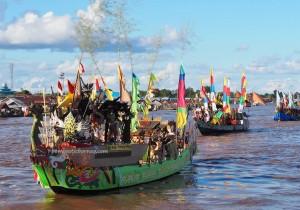 River Parade, Lomba Jukung, Festival budaya, Indigenous, backpackers, Central Kalimantan, 中加里曼丹, Indonesia, Palangka Raya, carnival, Ethnic, Suku Dayak, Sungai Kahayan, Tourism, travel guide, tribe