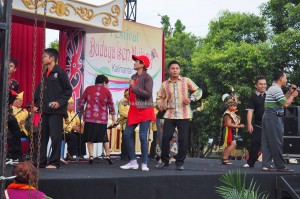 singing competition, Lomba Karungut Putra, Festival Budaya, backpackers, Borneo, 中加里曼丹, Indonesia, Palangka Raya, cultural dance, event, pesta, native, Pariwisata, Tourism, traditional, travel guide