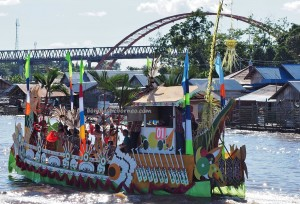 River Parade, Lomba Jukung, Festival budaya, Isen Mulang, Pesta adat, Indigenous, backpackers, Borneo, 中加里曼丹, culture, Suku Dayak, Jembatan, Obyek wisata, tourist attraction, travel guide, tribal,