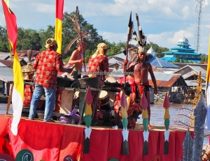 River Parade, Lomba Jukung, Festival budaya, Isen Mulang, Pesta adat, Authentic, Indonesia, Palangkaraya, Ethnic, Suku Dayak, Kahayan River, Pariwisata, tourist attraction, traditional, travel guide, tribe