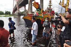 regatta, Festival Budaya, Isen Mulang, indigenous, backpackers, Borneo, Central Kalimantan, Palangka Raya, carnival, event, Kahayan bridge, Sungai Kahayan, Obyek wisata, Sports, Tourism, travel guide,