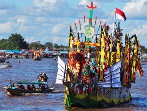 River Parade, Lomba Jukung, Festival budaya, Isen Mulang, Authentic, Borneo, Kalimantan Tengah, 中加里曼丹, culture, Ethnic, Suku Dayak, Sungai Kahayan, Obyek wisata, Tourism, travel guide, tribe