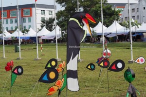 Borneo, International, Layang-Layang antarabangsa, backpackers, championship, Dual Line Stunt Kites, double delta kite, sport kite, Kites making workshop, Old Bintulu Airport, outdoors, tourist attraction, travel guide, 婆罗洲国际风筝节, 民都鲁沙捞越