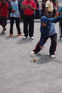 traditional games, permainan tradisional, Sports, Lomba Habayang, Isen Mulang, Indigenous, backpackers, Borneo, Indonesia, culture, carnival, native, Pariwisata, tourist attraction, travel guide, tribal,