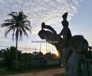 authentic, indigenous, sculptures, Central Kalimantan, 中加里曼丹, Indonesia, Gunung Mas, traditional, culture, native, longhouse, Tourism, obyek wisata, travel guide, village, tribe