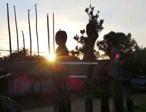 sculptures, indigenous, backpackers, Borneo, Kalimantan Tengah, Desa Tumbang Malahoi, Rungan, budaya, Dayak Ngaju, native, homestay, longhouse, tourism, travel guide, tribal, village,