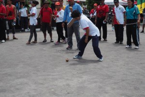 games, permainan tradisional, Lomba Habayang, authentic, Borneo, Central Kalimantan, Indonesia, competition, culture, native, suku dayak, Pariwisata, Tourism, travel guide, tribal, tribe