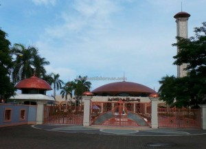 culture, dayak, native, Ethnic Banjarese, Borneo, Kalsel, Kota Seribu Sungai, river city, Sungai Martapura, biggest mosque, obyek wisata, Tourism, tourist attraction, travel guide, village