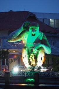 dayak, native, Ethnic, Borneo, Indonesia, Kota Seribu Sungai, river city, Sungai Martapura, Proboscis Monkey Statue, Tourism, tourist attraction, traditional, travel guide, village, 馬辰