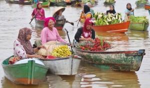 Pasar Terapung, Floating Market, Lok Baintan, authentic, ethnic Banjarese, dayak, native. Borneo, Indonesia, South Kalimantan, Kota Banjarmasin, Martapura River, Tourism, tourist attraction, tradisional, travel guide,