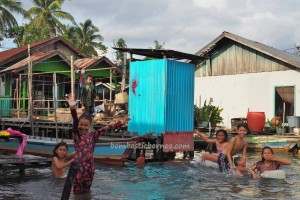adventure, indigenous, Ethnic Banjarese, native, Boat ride, floating house, rumah lanting, Borneo, Kaget island, Kalimantan Selatan, River city, Tourism, tourist attraction, tradisional, Bekantan,