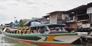 adventure, Ethnic Banjarese, native, Boat ride, floating convenience store, rumah lanting, toko terapung, Borneo, Indonesia, Pulau Kaget, River city, Obyek wisata, Tourism, traditional, travel guide,