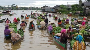 Floating Market, Indigenous, ethnic Banjarese, dayak, native. Borneo, Indonesia, South Kalimantan, Sungai Martapura, Tourism, tourist attraction, tradisional, travel guide, village, 南加里曼丹旅游景点