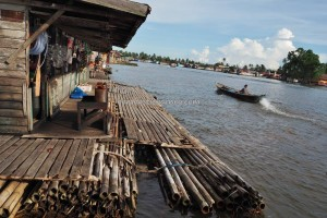 floating convenience store, authentic, indigenous, Ethnic Banjarese, native, Boat ride, jelatong, Borneo, River city, Barito Kuala, Tourism, tourist attraction, traditional, travel guide, toko terapung