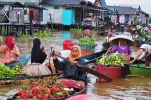 Floating Market, Lok Baintan, ethnic Banjarese, dayak, native. klotok, Boat ride, culture, Borneo, Kalimantan Selatan, Sungai Martapura, obyek wisata, Tourism, village, 南加里曼丹旅游景点