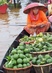 Floating Market, Lok Baintan, ethnic Banjarese, culture, native. klotok, Boat ride, Indonesia, Borneo, Kota Banjarmasin, Sungai Martapura, tourist attraction, Tourism, travel guide, 婆罗州旅游景点