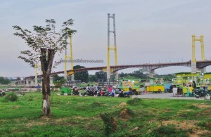 promenade, waterfront, bridge, backpackers, destination, Borneo, Kalimantan Timur, Kutai Kartanegara, Tourism, tourist attraction, travel guide, 东加里曼丹, 婆罗州, 旅游景点