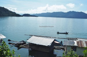Hydroelectric Power, Empangan, Bakun Dam, backpackers, Borneo, Belaga, Kapit, Sarawak, Malaysia, native, floating house, exotic fish, jetty, wharf, tourism,