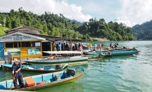 indigenous, backpackers, destination, Borneo, Belaga, Kapit, Dayak, orang ulu, native, traditional, local market, wildlife, jetty, tourist attraction, 沙捞越旅游景点