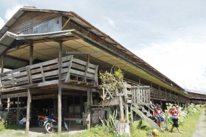 rumah panjang, village, indigenous, traditional, Sungai Asap, Bakun Dam resettlement, Kapit, Bintulu, Borneo, native, tribal, Dayak Kenyah, Tourism, backpackers, 沙捞越长屋
