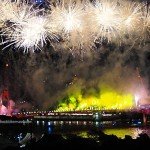backpackers, destination, S-shaped pedestrian bridge, jambatan, fireworks, Opening ceremony, Waterfront, Malaysia, Sungai Sarawak, Tourism, tourist attraction, 古晋, 沙捞越, 旅游景点,