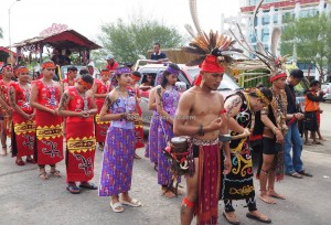 cultural parade, Naik Dango, indigenous, backpackers, culture, event, Etnis, Dayak Kanayatn, native, West Kalimantan, Kampung Budaya, Ngabang, Tourist attraction, traditional, 婆罗洲丰收节日,