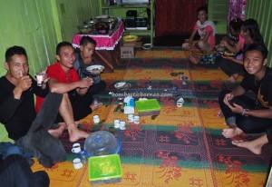 transborder, indigenous, Dayak Kanayatn, native, tribe, etnis, Longhouse, Pahauman, Sengah Temila, Indonesia, Kalimantan Barat, Tourism, travel guide, village, traditional