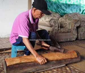 Kampung Tang Itong, kulit kayu, handicrafts, Kraftangan, Malaysia, authentic, culture, native, Orang Ulu, Lawas, Limbang, tourism, traditional, travel guide, 原著民树皮工艺品