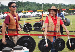 Gawai Dayak, paddy harvest festival, Irau Aco Lun Bawang, traditional, thanksgiving, Borneo, Malaysia, Ethnic, tribe, Orang Ulu, Tourism, travel guide, transborder, backpackers, musical instruments, 砂拉越原著民丰收节日