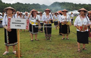 Gawai Dayak, rice harvest festival, Irau Aco Lun Bawang, indigenous, Ceremony, traditional, culture, Borneo, Limbang, dayak, tribe, Orang Ulu, Tourism, travel guide, bamboo musical instruments, 原著民丰收节日