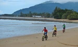 Paloh, chalets, resorts, pantai, hidden paradise, backpackers, destination, Borneo, Temajuk, West Kalimantan, Obyek wisata, Tourism, travel guide, transborder, 西加里曼丹旅游景点