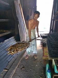 Smoked fish, seafood, fishing village, Kampung Punang, authentic, traditional, Ethnic, melayu, nelayan, Borneo, Lawas, Limbang, Malaysia, travel guide, 老越砂拉越, 原著民旅游景点